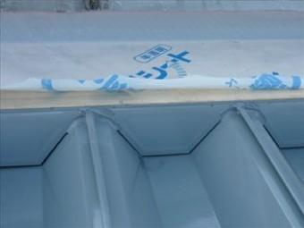 古い水切り板は撤去し、透湿防水シートで被いました