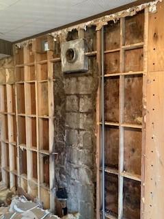 小樽市でお客様がリフォーム物件を購入後屋根からの漏水により依頼がありました。